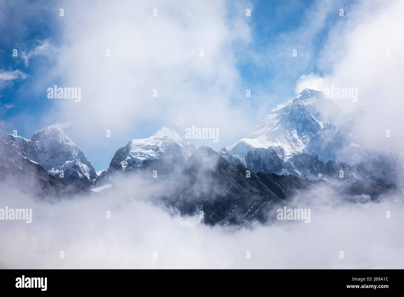 Mount Everest revelaed throught the clouds.  Sagarmatha National Park in the Himalayas of Nepal. - Stock Image