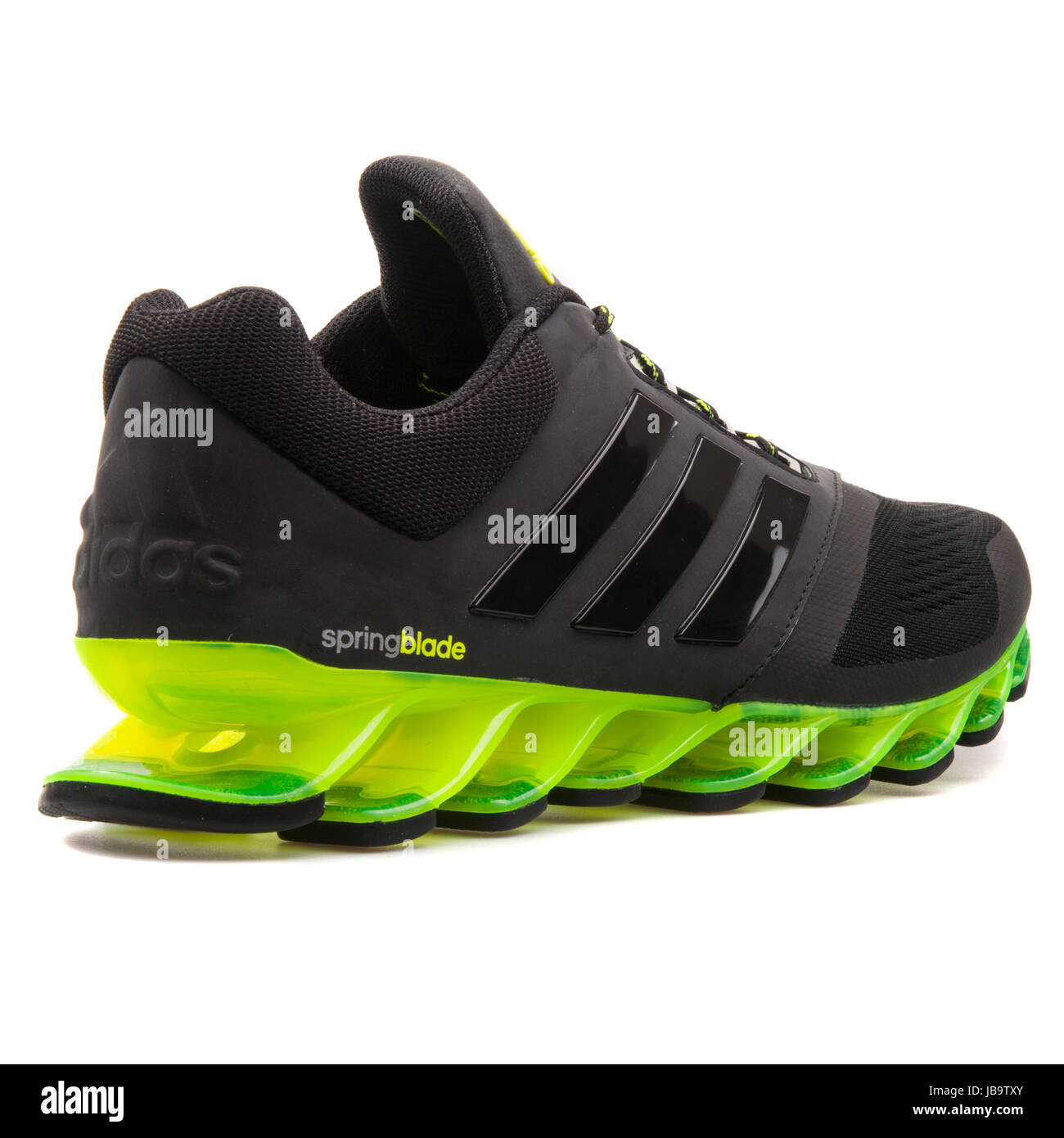 Telemacos Detallado Marcha mala  Adidas Springblade Drive 2 m Black and Green Men's Running Sneakers Stock  Photo - Alamy