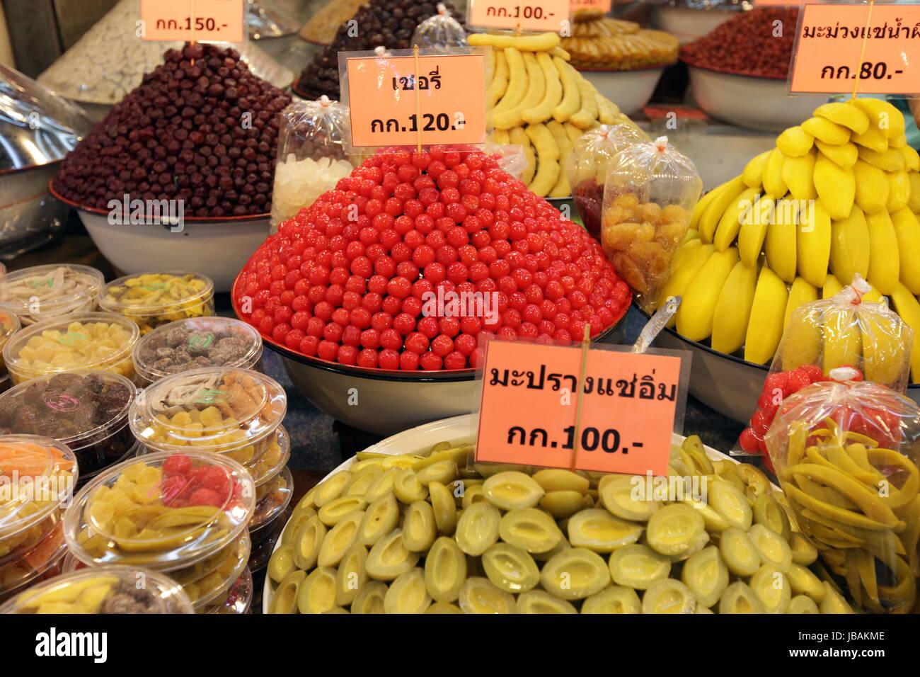 Ein Marktstand auf dem Markt in der Tempelstadt Ayutthaya noerdlich von Bangkok in Thailand. - Stock Image