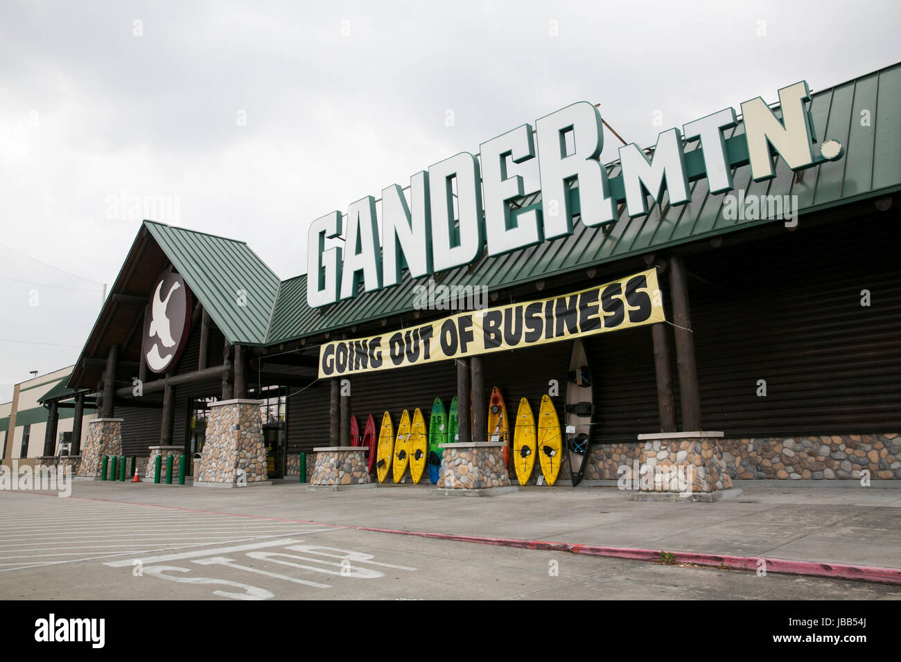 A 'Going Out Of Business' banner at a Gander Mountain retail store in Houston, Texas, on May 28, 2017. - Stock Image