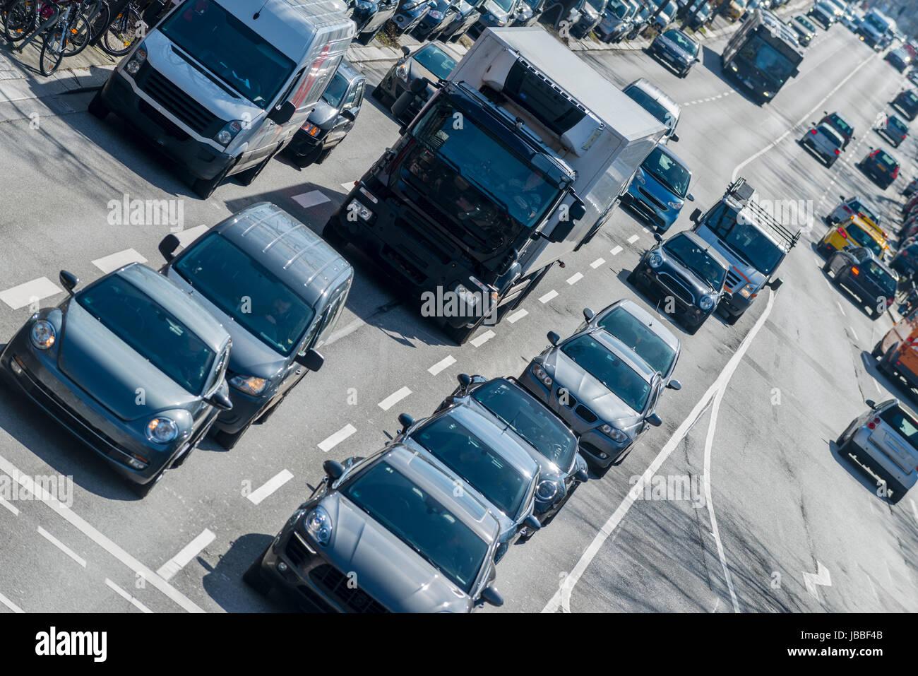 Straßenverkehr in Hamburg, Deutschland - Stock Image