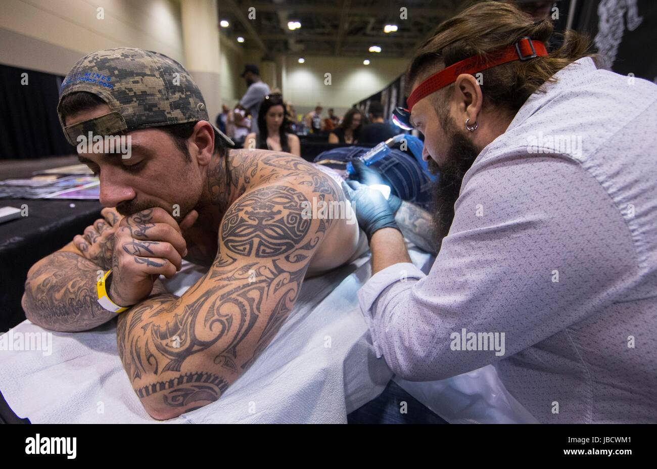 Toronto, Canada. 10th June, 2017. A man is tattooed at the 2017 Toronto Tattoo Show in Toronto, Canada, June 10, - Stock Image