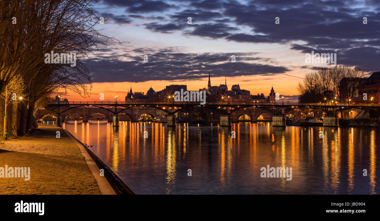 Sunrise on Ile de la Cite and the Seine River with view of Pont des Arts. 4th Arrondissement. Paris, France - Stock Image