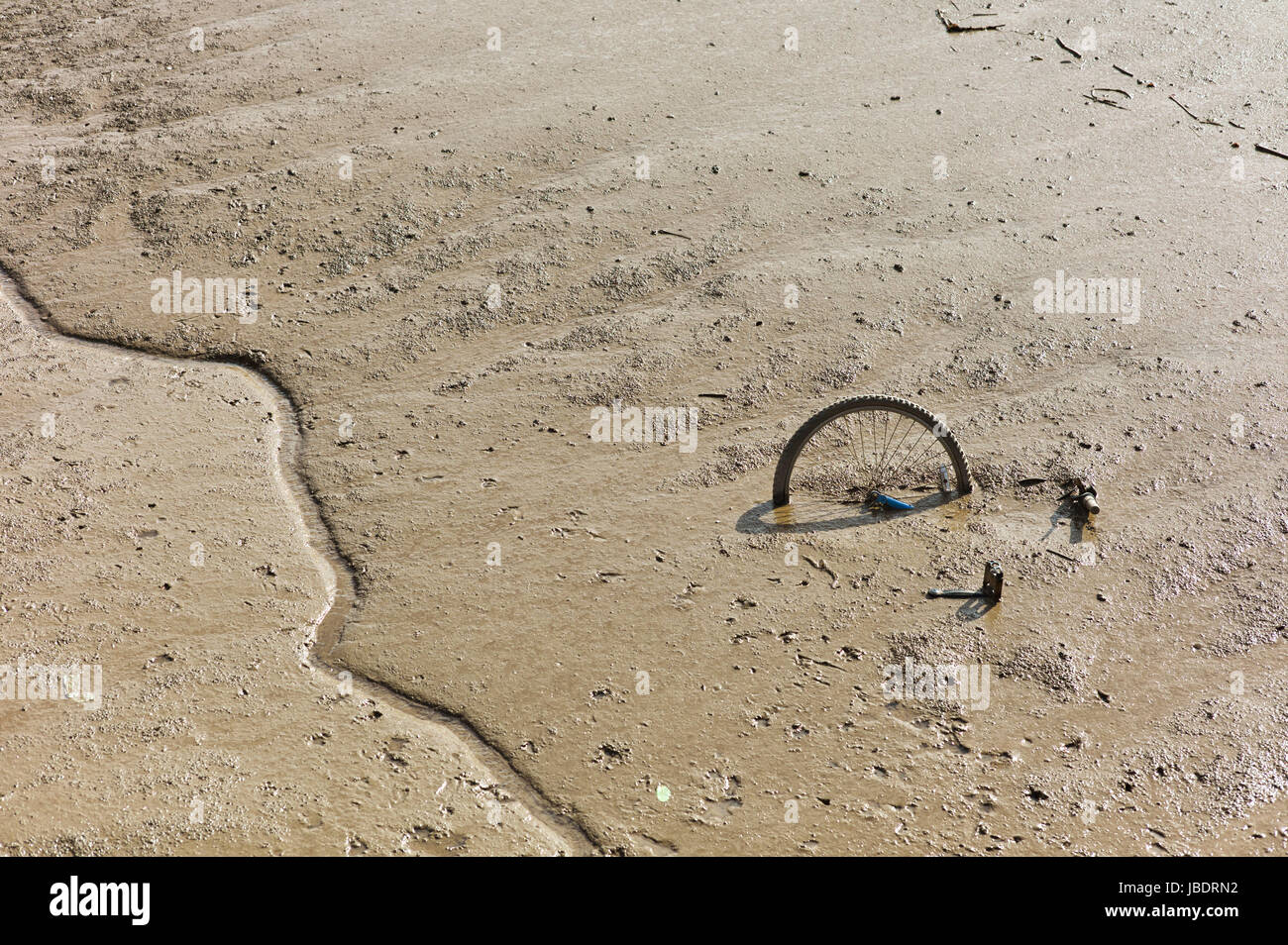 Bicycle in mud of the river Hull - Stock Image