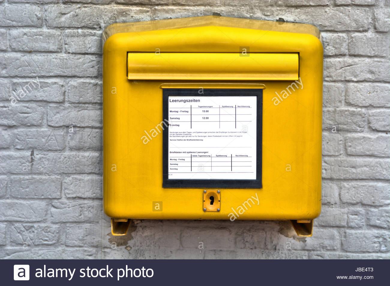 ein gelber postkasten briefkasten von der deutschen post. Black Bedroom Furniture Sets. Home Design Ideas
