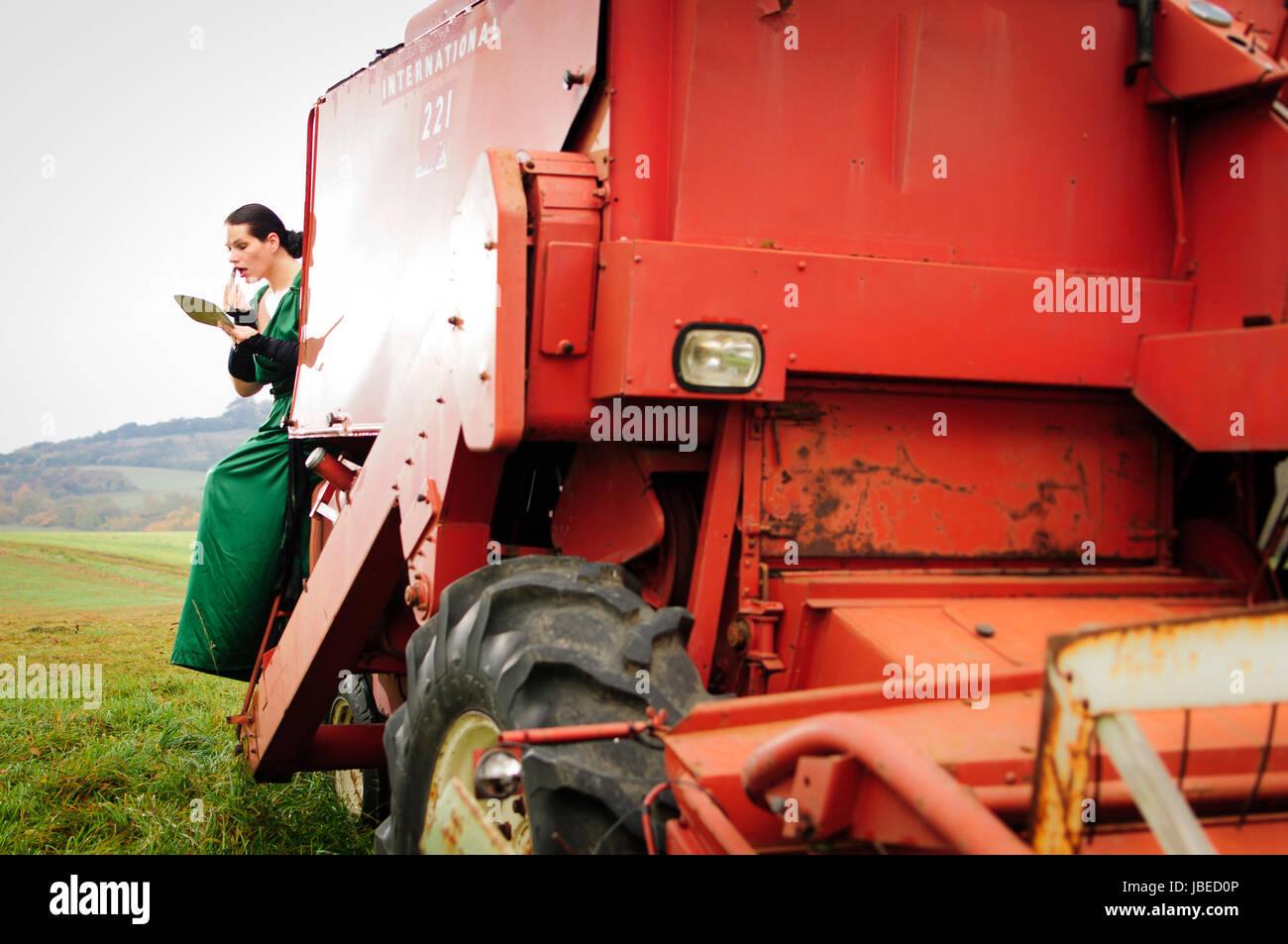 Traktor frau nackt auf Nackten Frauen