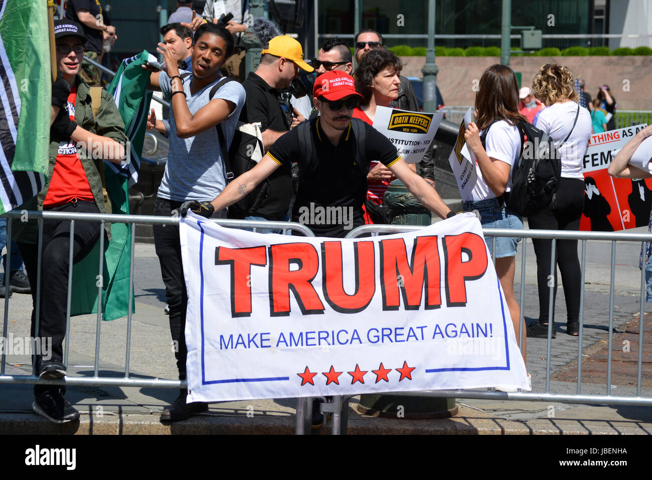 Man holding a 'Make America Great Again' sign at an anti-Sharia rally in New York City. - Stock Image