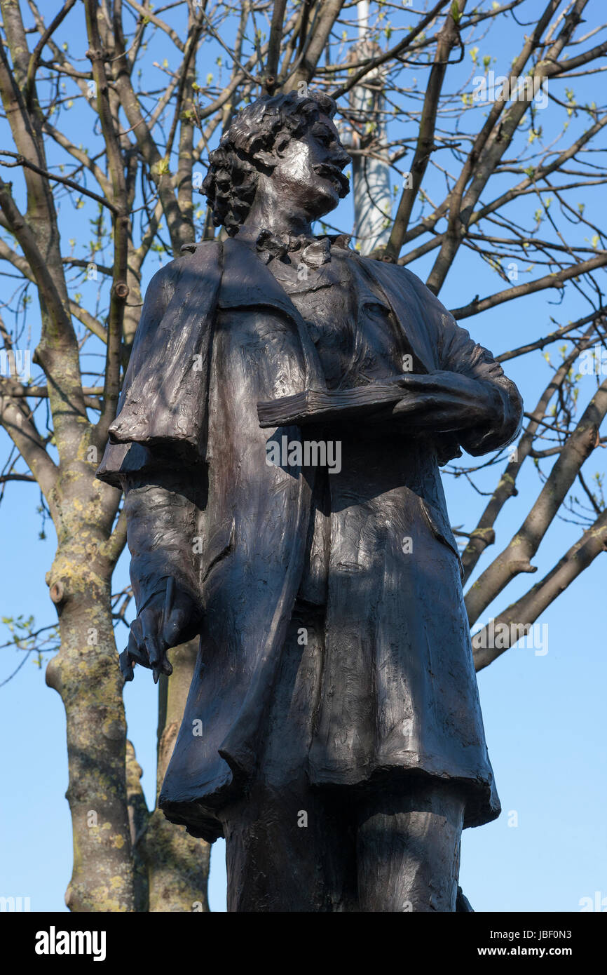 James McNeill Whistler statue by Nicholas Dimbleby, Chelsea, London - Stock Image