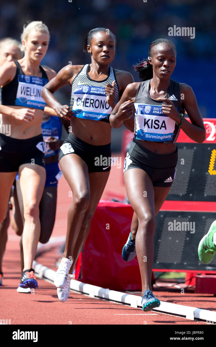 Eloise WELLINGS & Mercy CHERONO competing in the 5000m Women's at the 2016 IAAF Diamond League, Alexander - Stock Image