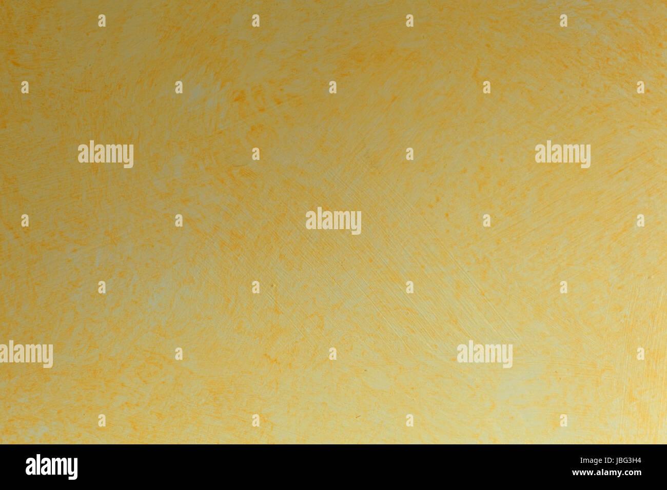 Naturschwamm Lasurtechnik auf einer Wand, mit orange und gelb. - Stock Image