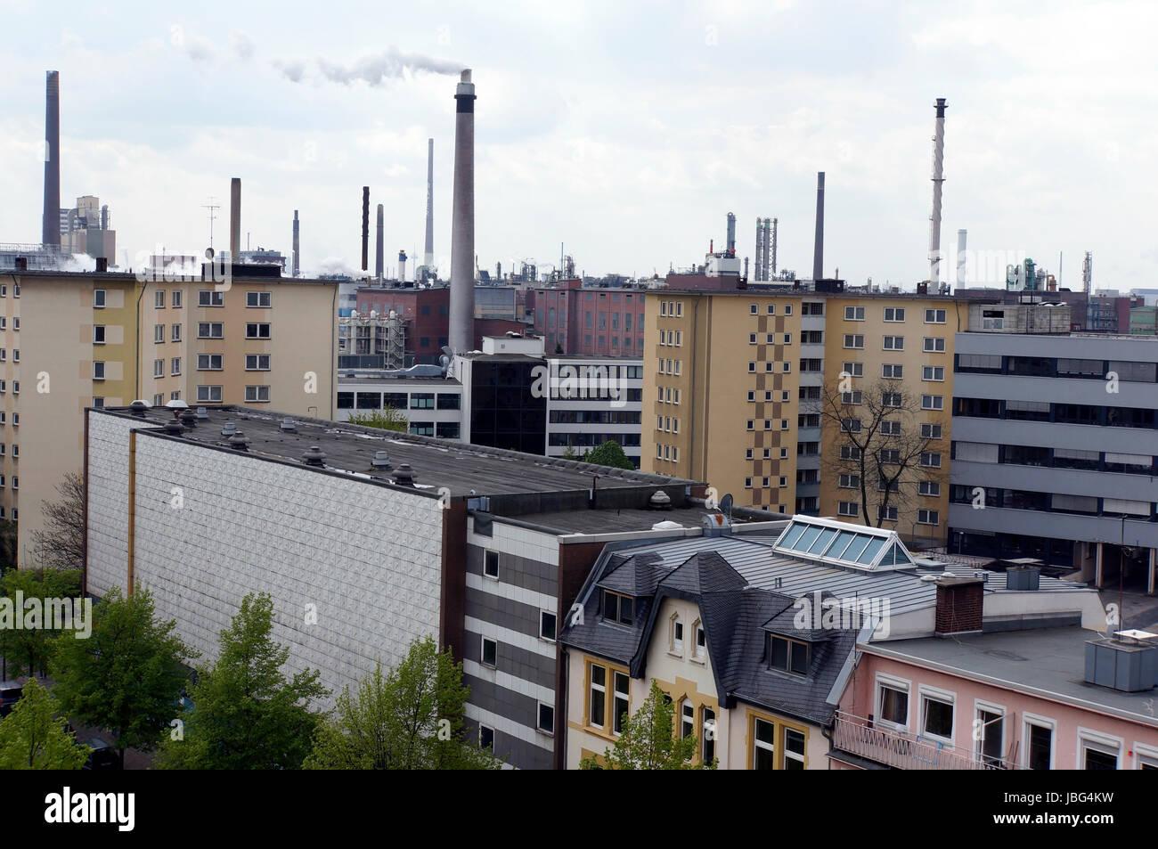 Wohnhäuser in einer Industriestadt, Leverkusen, Nordrhein-Westfalen, Deutschland Stock Photo