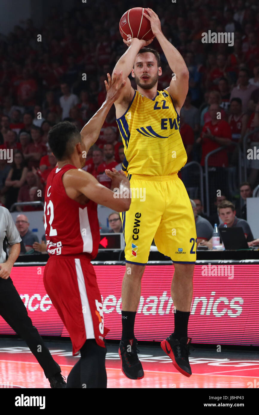Bamberg's Maodo Lo (l) tries to block Oldenburg's Vladimir Mihailovic during the German Bundesliga basketball - Stock Image