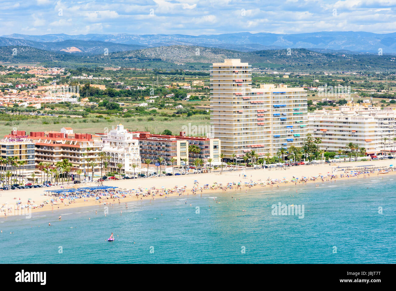 Birds-eye view of Playa Norte and waterfront hotels along the promenade of Peniscola Town, Costa del Azahar, Spain - Stock Image