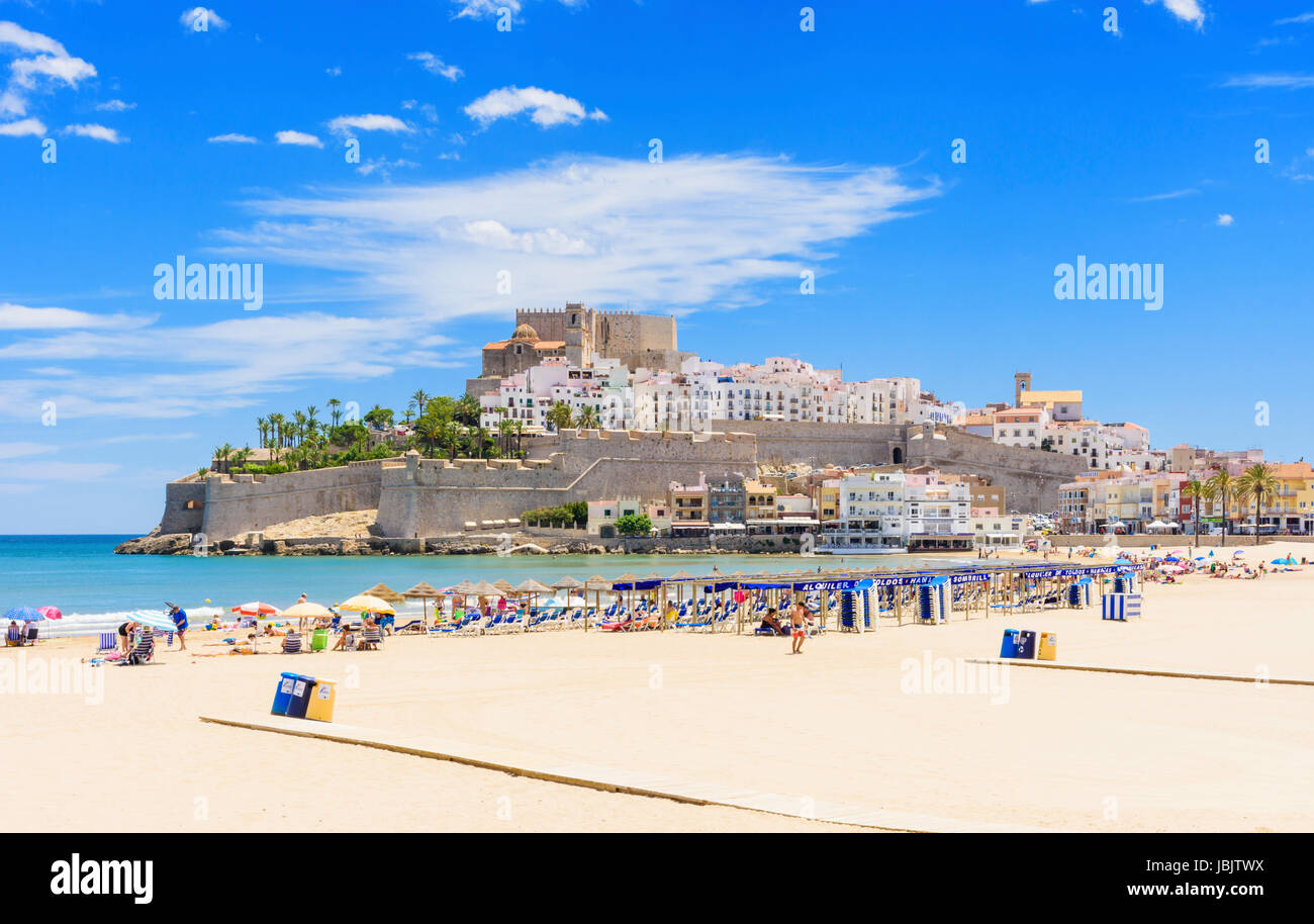 Peniscola beach views of Playa Norte towards the old town Papa Luna Castle, Peniscola, Spain - Stock Image
