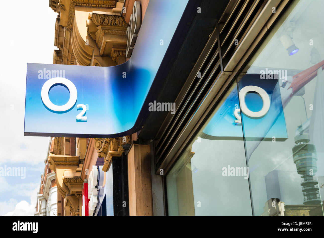 An O2 shop in London, England, UK - Stock Image