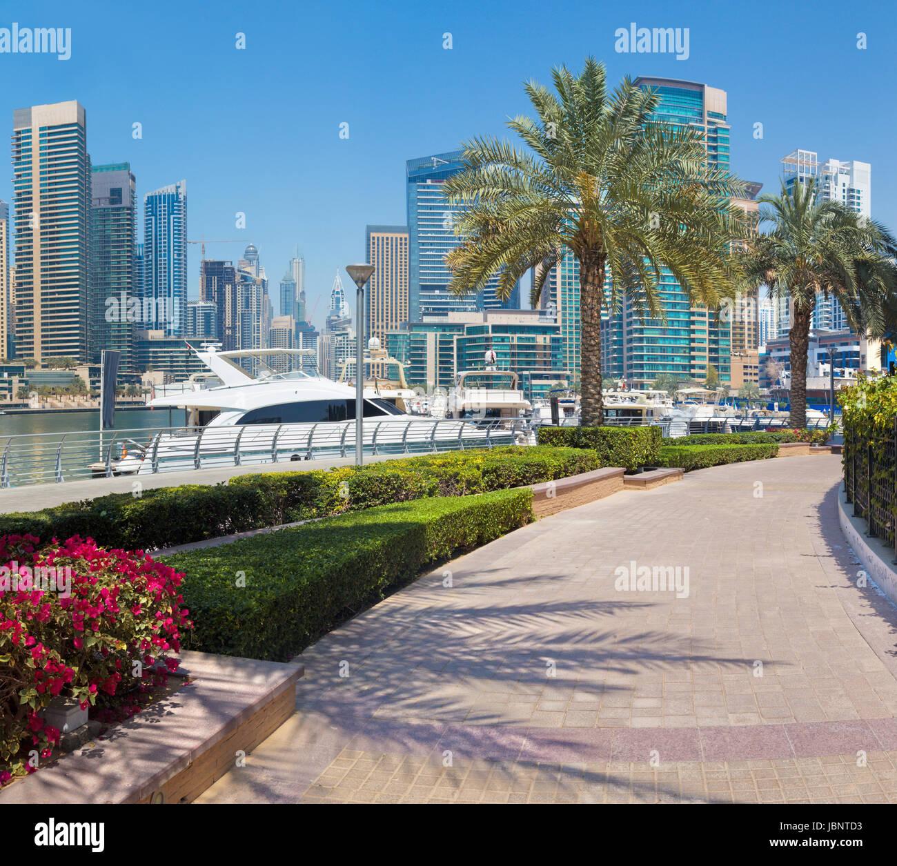 Dubai - The yachts and promenade of Marina. - Stock Image