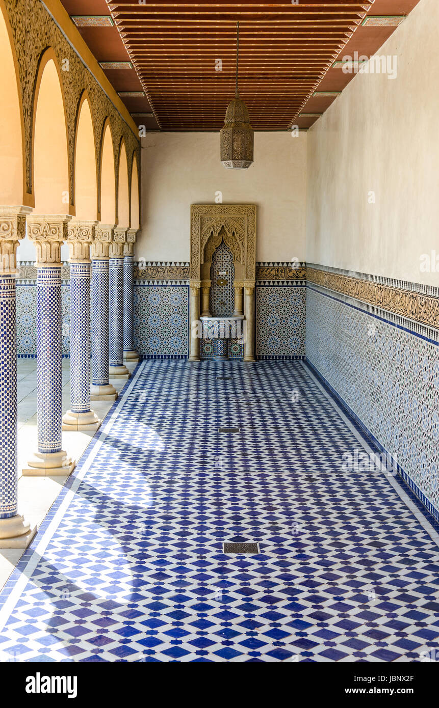arabic architecture blue floor tiles and traditional water dispenser - Stock Image