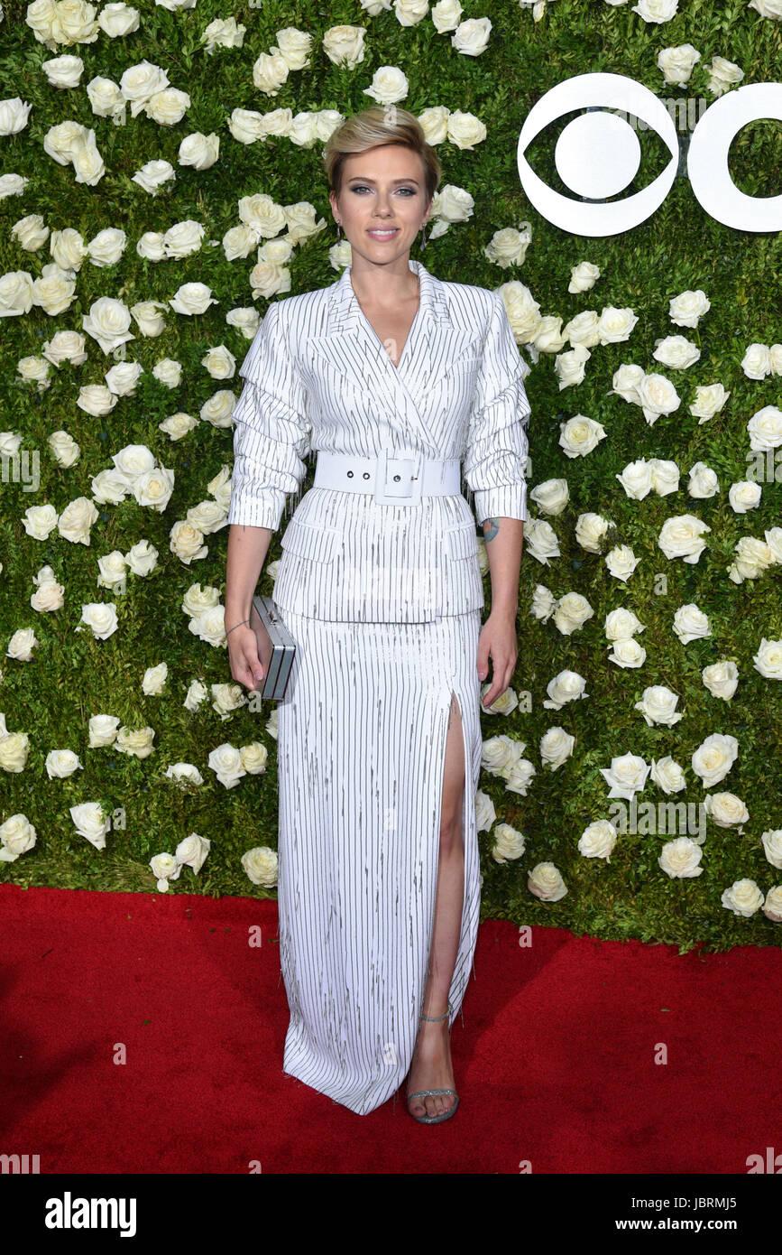 Scarlett johansoon tony awards in new york city