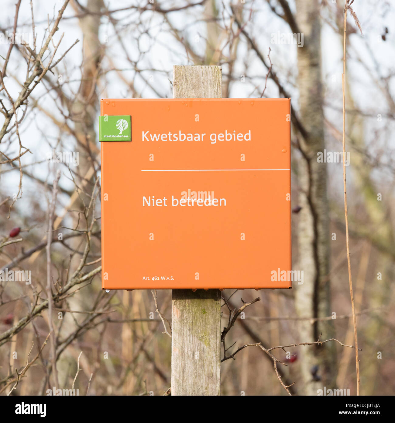 Lauwersoog; tourist sign saying 'no entry (niet betreden)'. Nature park - Stock Image