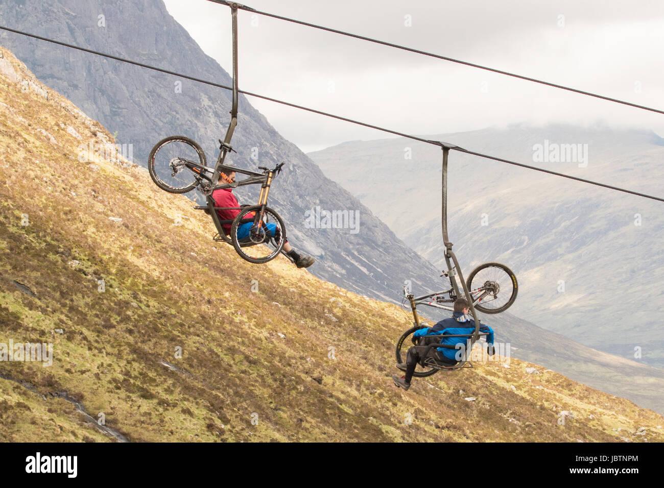 Glencoe mountain mountain biking - downhill mountain bikes on chair lift, to access the Downhhill Track, Glencoe, - Stock Image