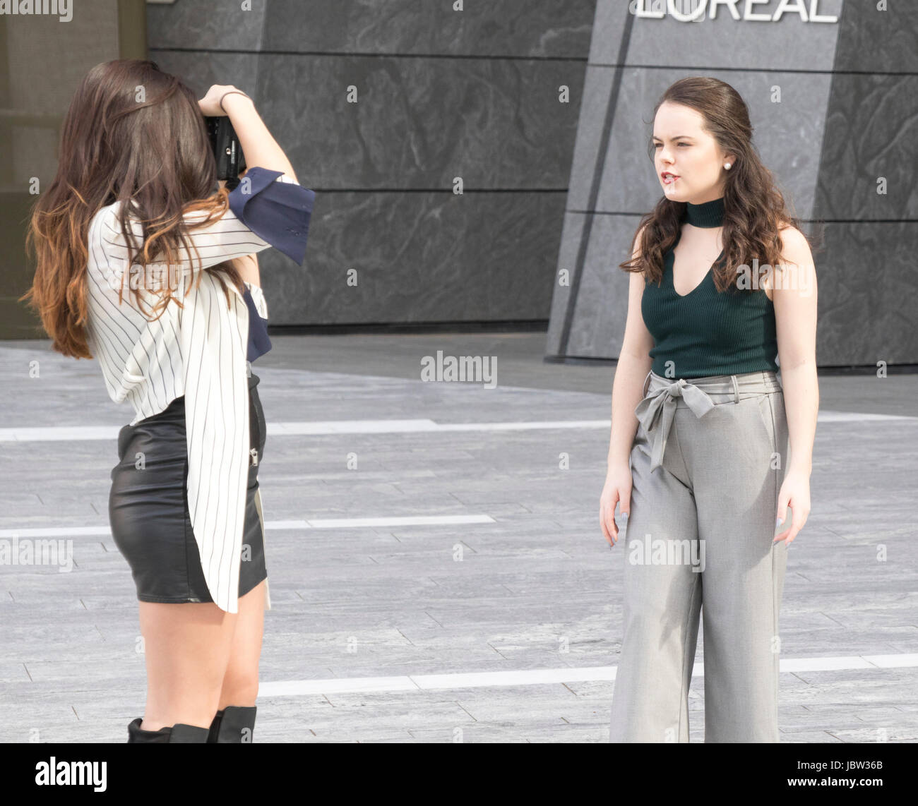 model posing for photographer in front of 10 Hudson Yards skyscraper, New York city Stock Photo