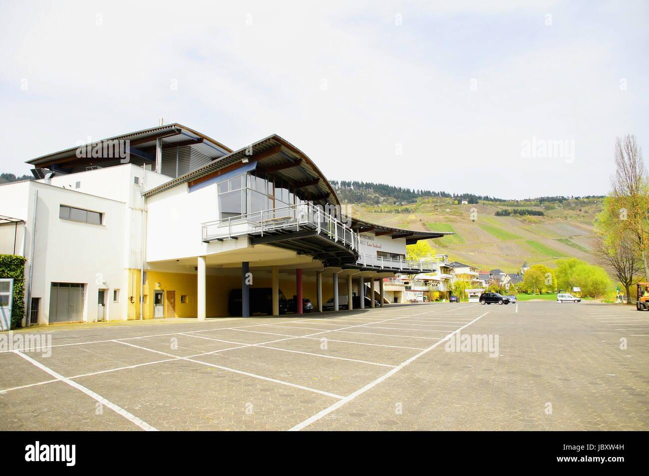 Krover Festhalle und Touristinfo, die Nacktarschhalle in Kröv an der Mosel Stock Photo
