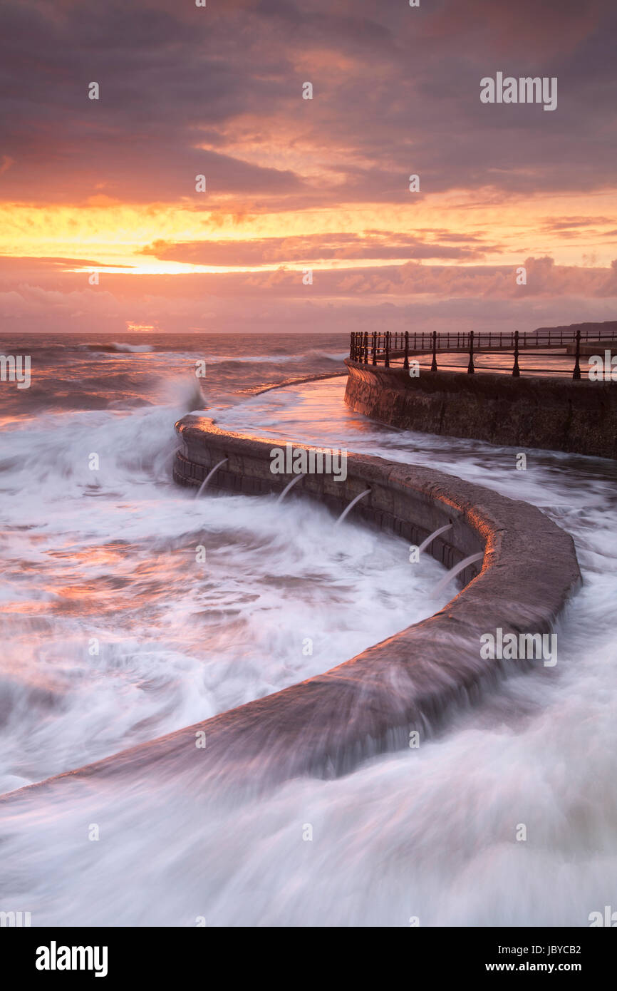 High tide and large waves wash over the promenade at South Bay in Scarborough - Stock Image