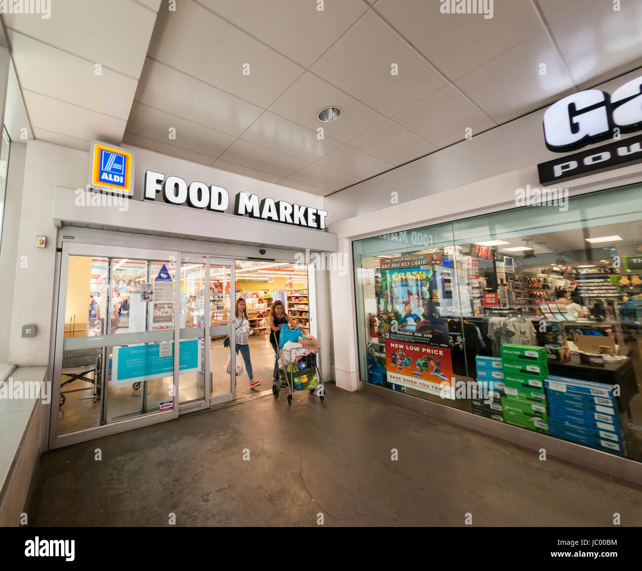 The Aldi Food Market in the East River Plaza shopping