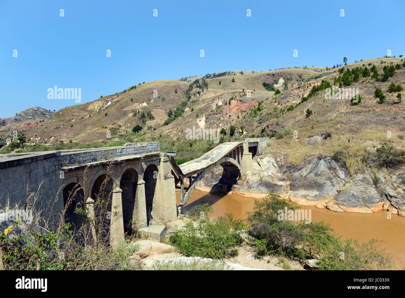 A former malagasy highway bridge connecting southern Madagascar to the center.The bridge was bombed ahead of the - Stock Image