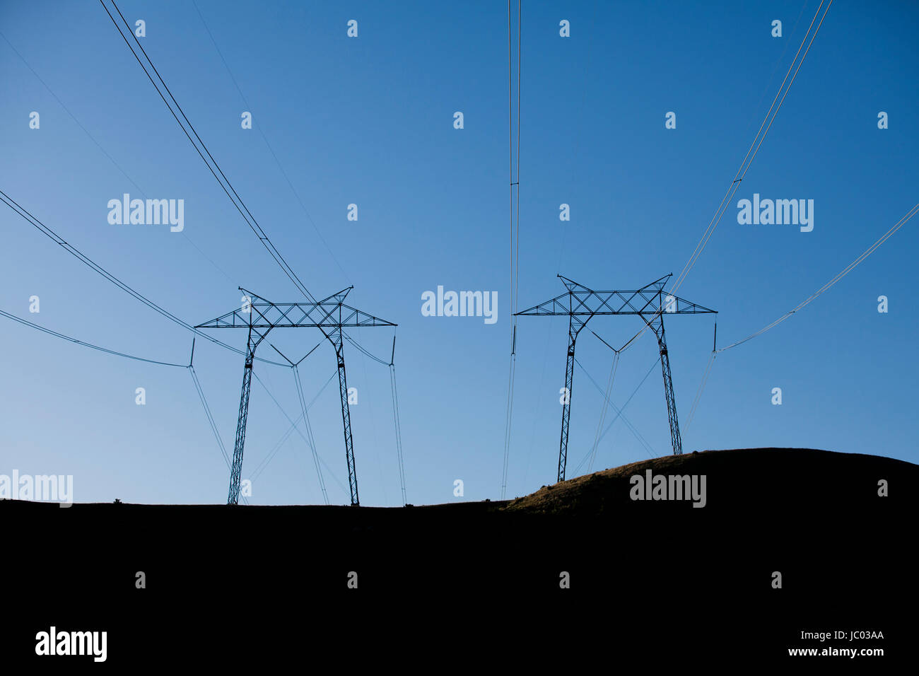 Electricity transmission towers (electric pylons) - California USA - Stock Image