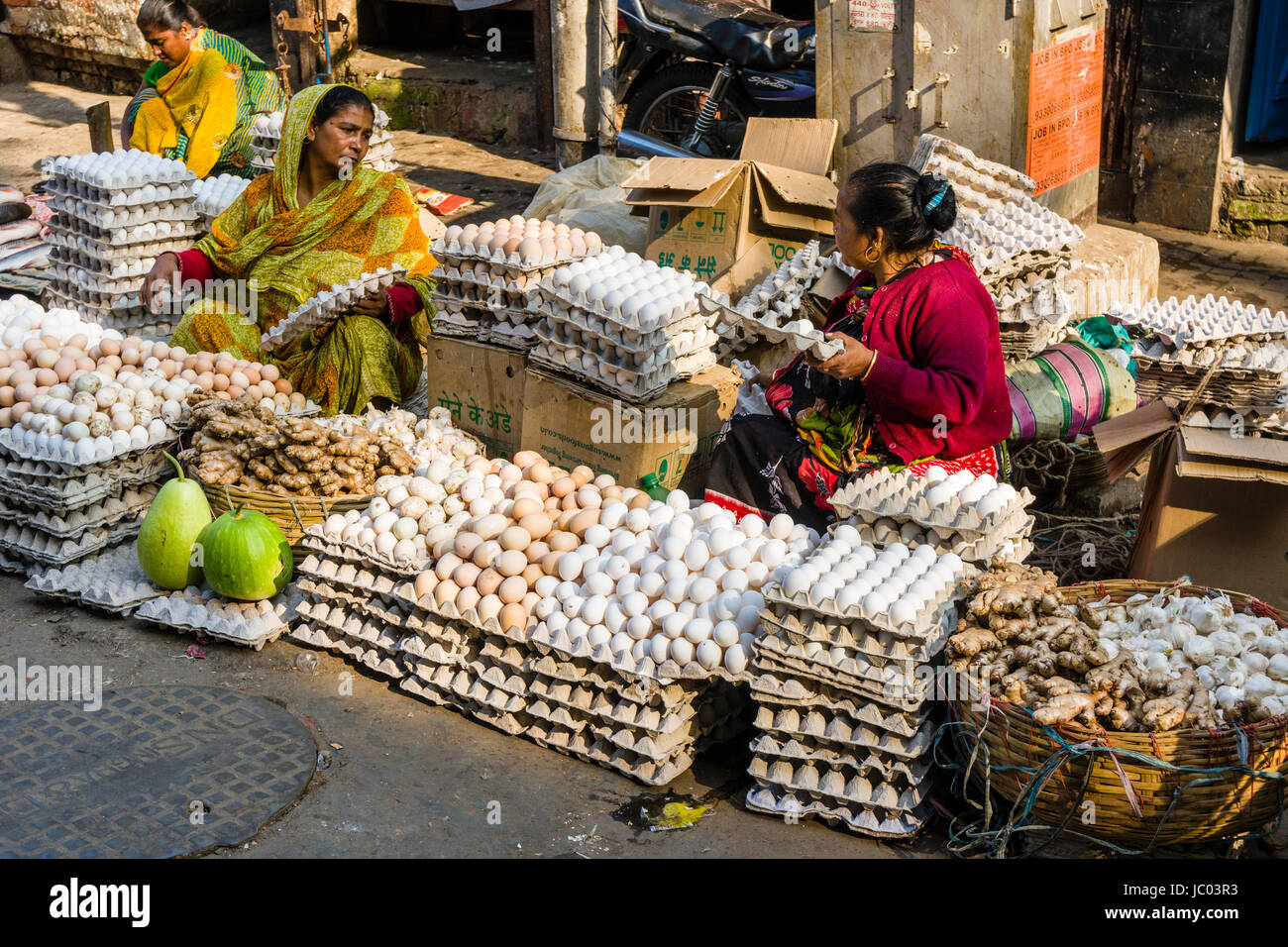 Two women are selling eggs on a busy vegetable market street in the suburb Sealdah - Stock Image