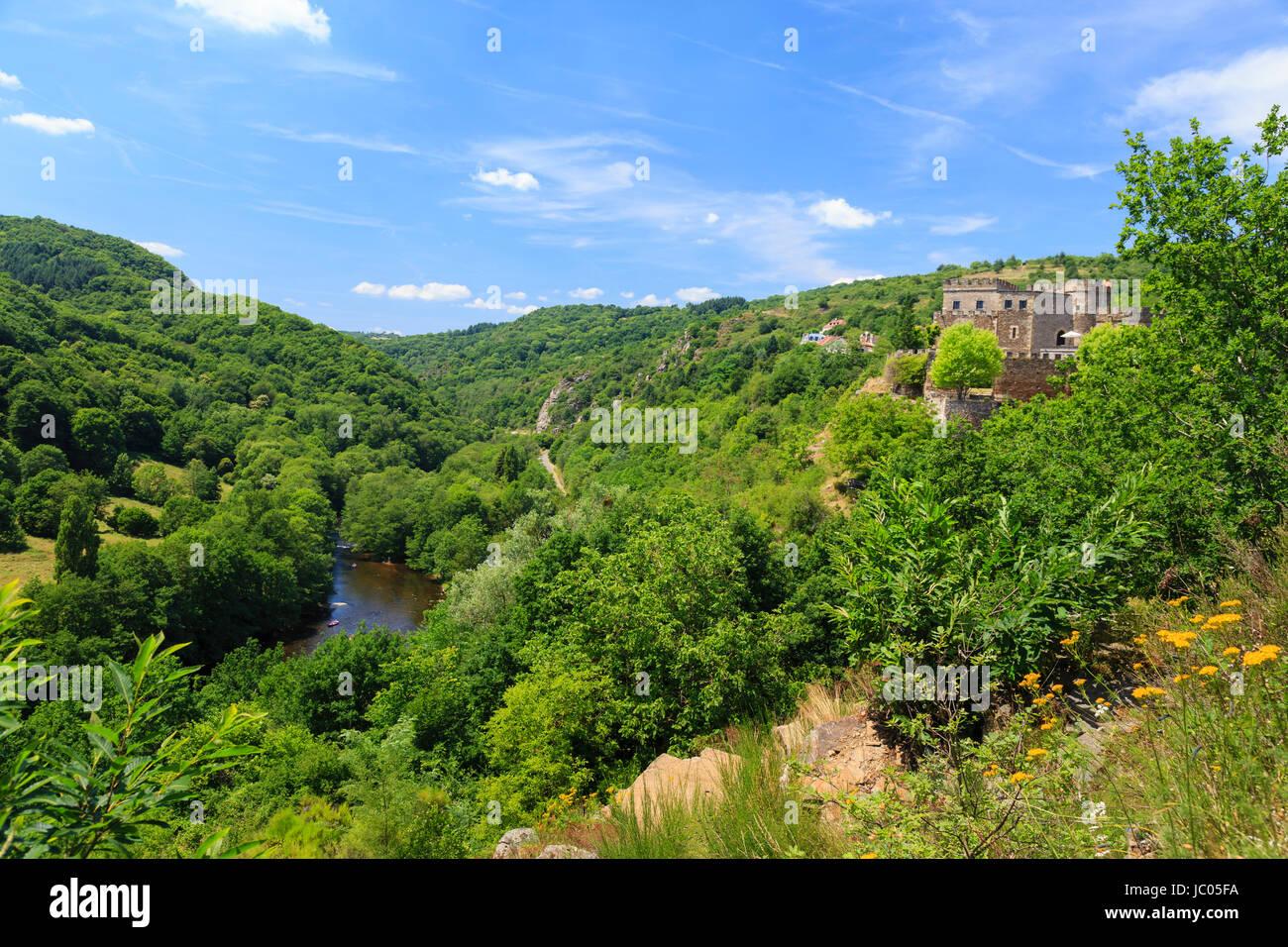 France, Allier (03), Chouvigny, le château et les gorges de Chouvigny // France, Allier, Chouvigny, Castle and Chouvigny gorges Stock Photo