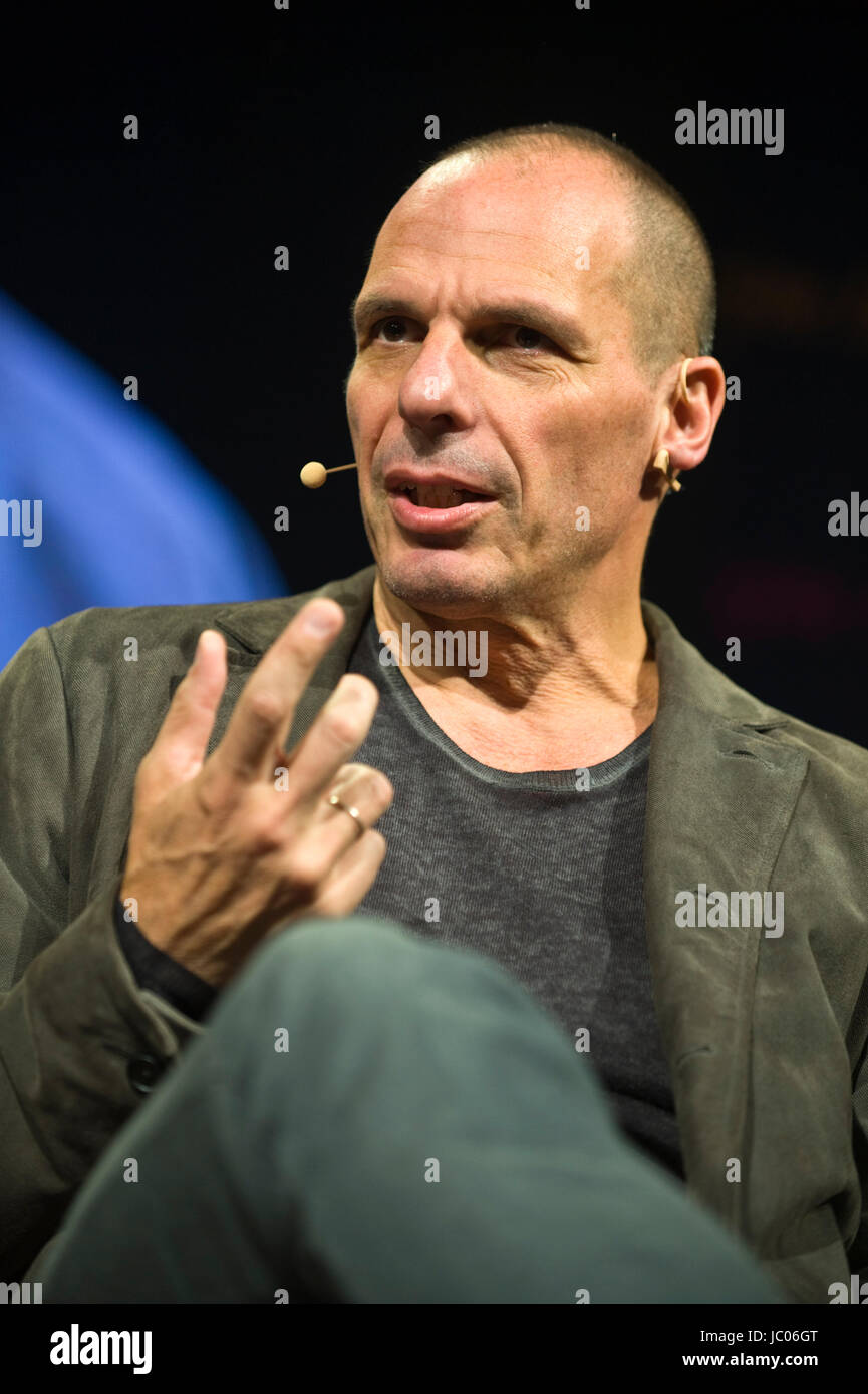 Yanis Varoufakis Greek economist academic & politician speaking on stage from lectern at Hay Festival of Literature Stock Photo