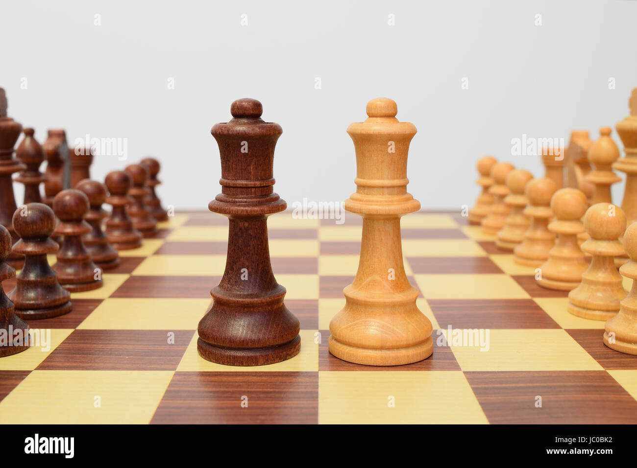 Queens at the center of the chessboard in a challenging attitude Stock Photo