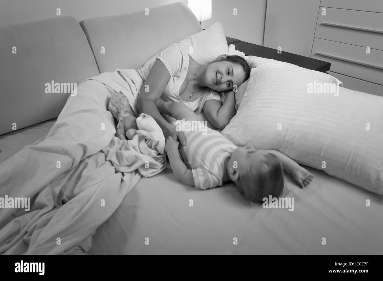 Сын подсматривал за спящей мамой смотреть бесплатно, Сын подглядел за тренировкой мамы и трахнул ее порно 7 фотография