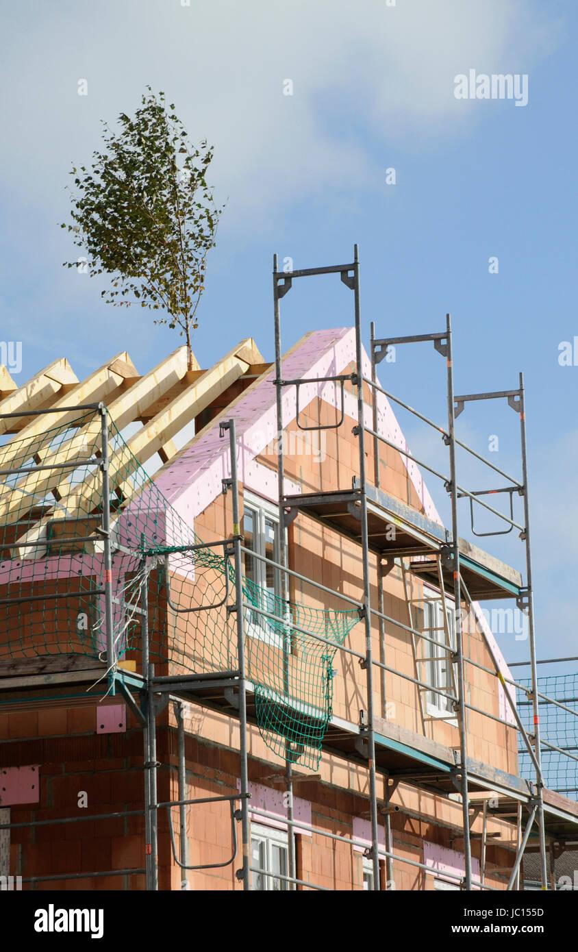 Good Richtfest, Baustelle, Rohbau, Hausbau, Bau, Bauen, Bauindustrie,  Baugewerbe, Dach, Dachstuhl, Haus, Gerüst, Baugerüst, Unverputzt, Neubau,  Neubaugebiet, ...