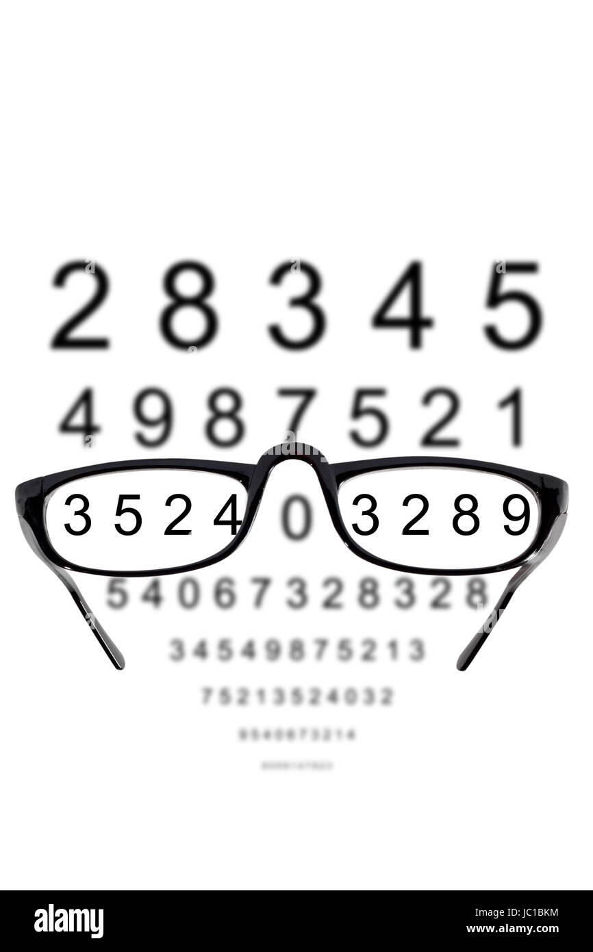 Brille vor unscharfem Hintergrund aus Zahlen Stock Photo