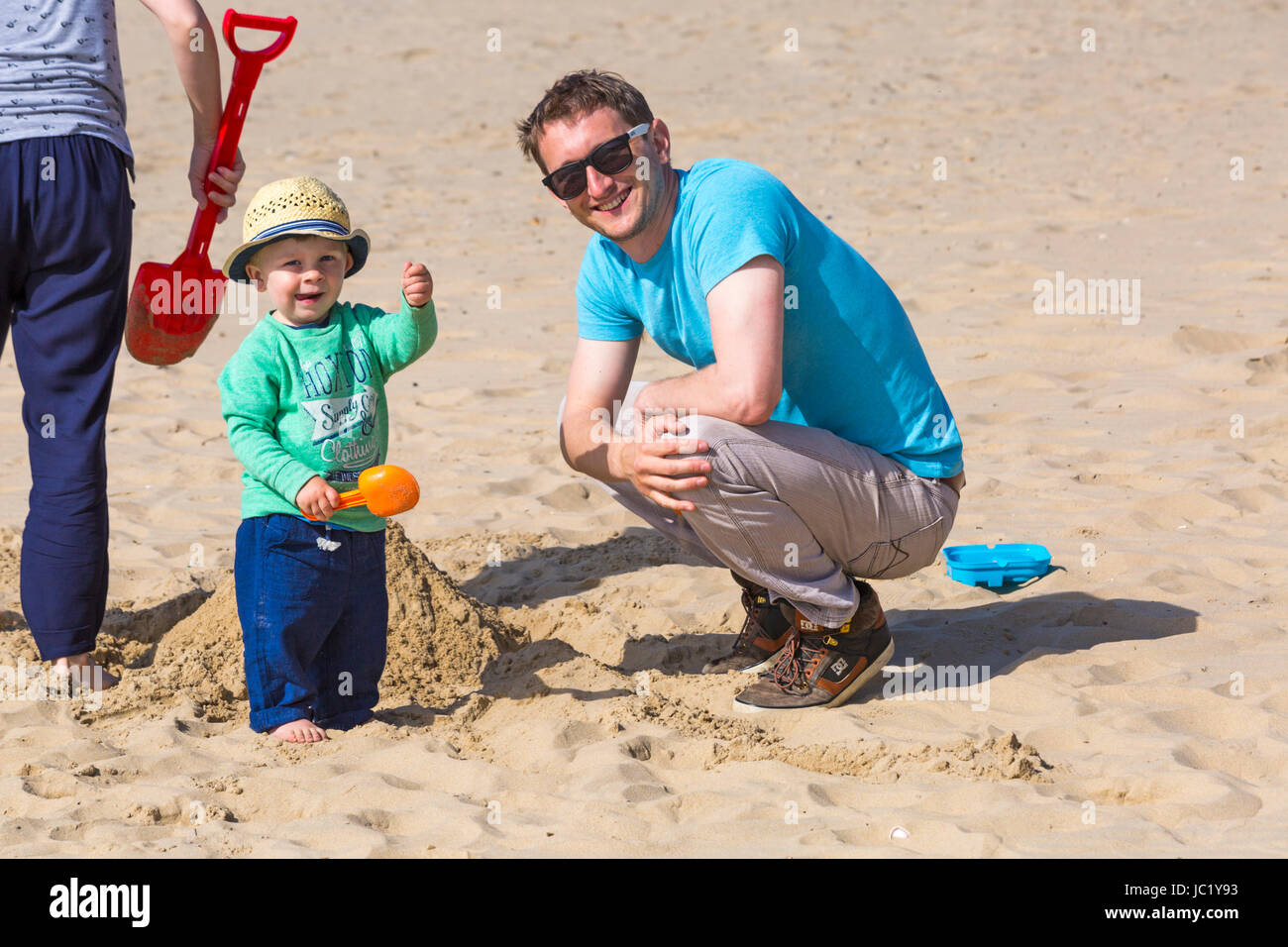 Bournemouth, Dorset, UK. 13th June, 2017. UK weather: warm sunny day as the temperature rises and visitors head - Stock Image
