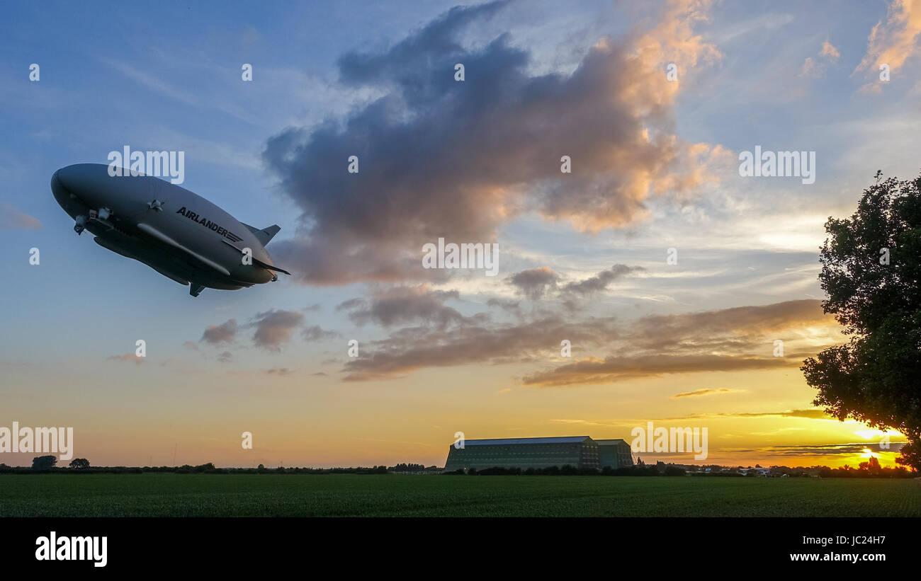 Cardington, Bedfordshire, UK. 13th June, 2017. The Hybrid Air Vehicles Airlander 10 continues it's 2017 flight test Stock Photo