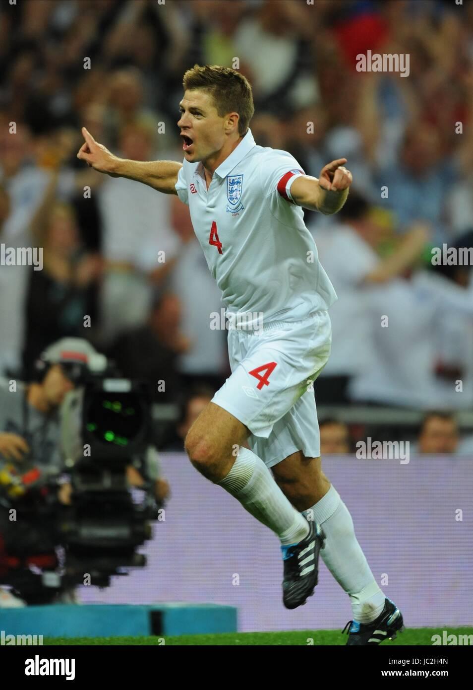 STEVEN GERRARD CELEBRATES 2ND GOAL, ENGLAND, ENGLAND V HUNGARY, INTERNATIONAL FRIENDLEY, 2010 - Stock Image