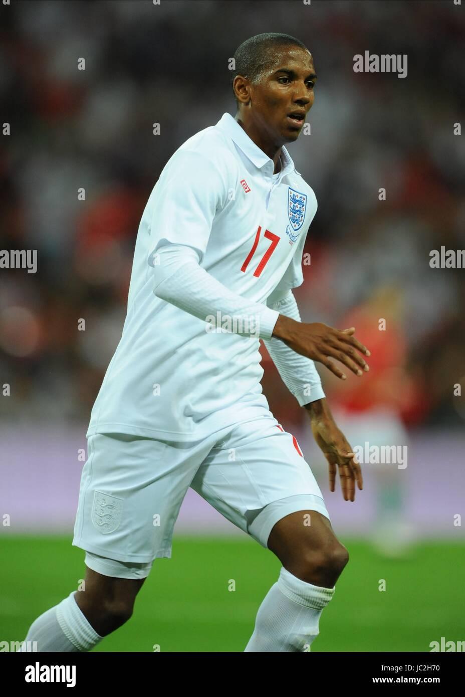 ASHLEY YOUNG ENGLAND WEMBLEY STADIUM LONDON ENGLAND 11 August 2010 - Stock Image