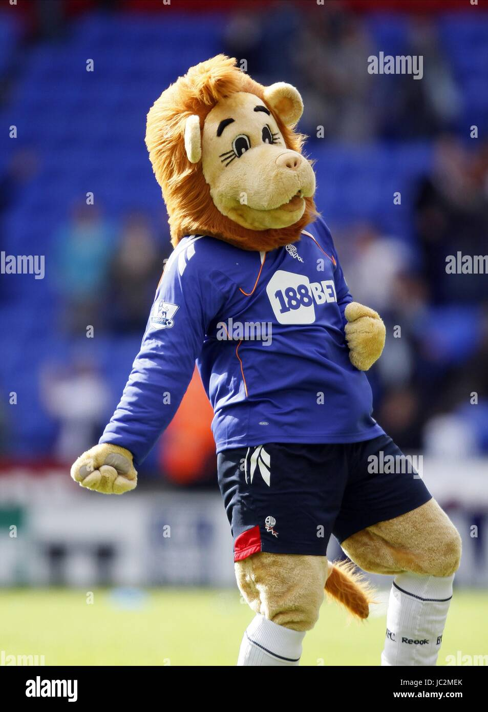 LOFTY THE LION BOLTON WANDERERS FC MASCOT BOLTON WANDERERS FC MASCOT REEBOK STADIUM BOLTON ENGLAND 29 August 2010 - Stock Image