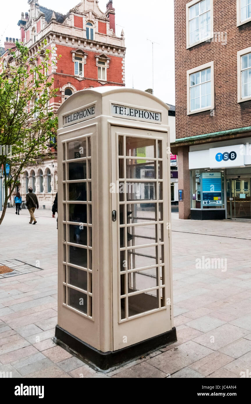 Cream coloured Hull K6 telephone box. Stock Photo
