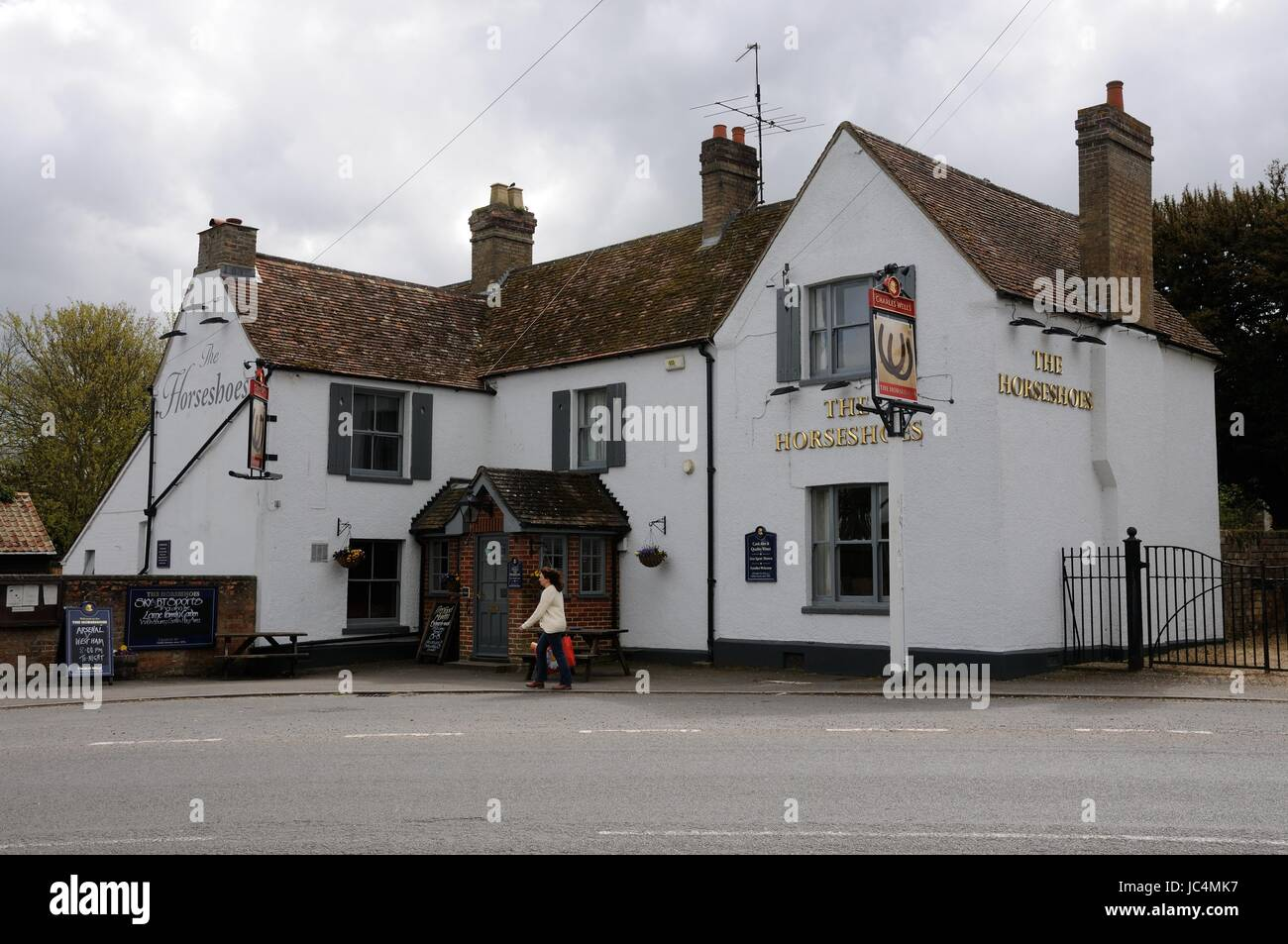 The Horseshoes Inn, Blunham, Bedfordshire, stands where the High Street turns through ninety degrees.  It is first - Stock Image