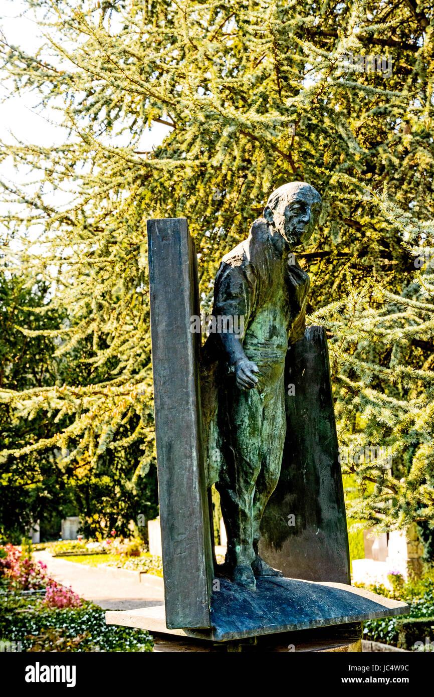Grab von Walter Mehring auf dem Friedhof Sihlfeld in Zürich; Walter Mehring, Grave cemetery Sihlfeld, Zurich Stock Photo