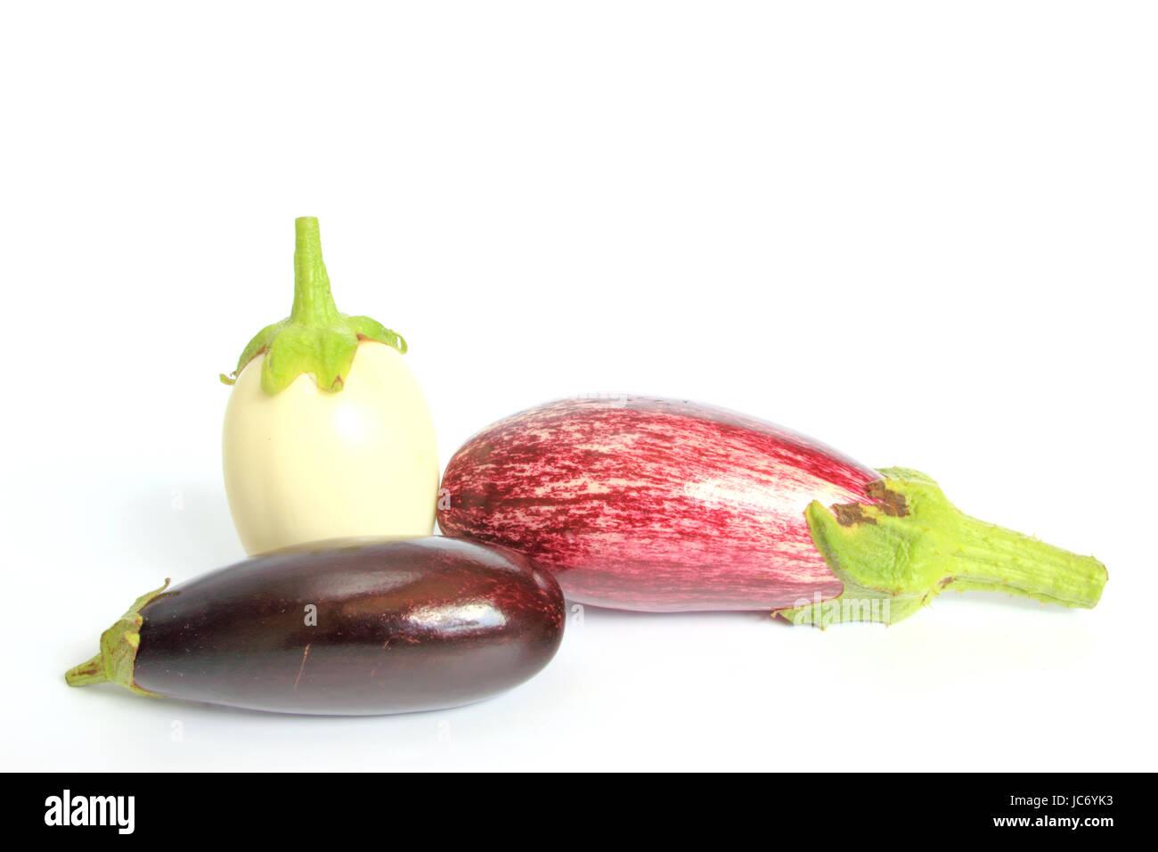 drei verschiedene Auberginensorten (Solanum melongena) - Stock Image