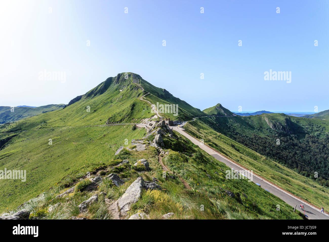 France, Cantal (15), le Puy Mary et le Pas de Peyrol devant // France, Cantal, the Puy Mary and the Pas de Peyrol (pass) Stock Photo