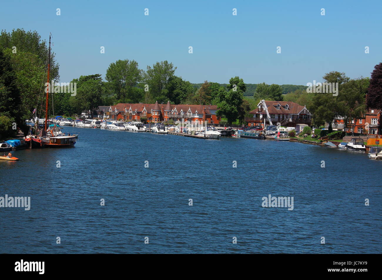 Looking out towards the Bourne end Marina with its riverside restaurant and boats of all sizes as well as homes - Stock Image