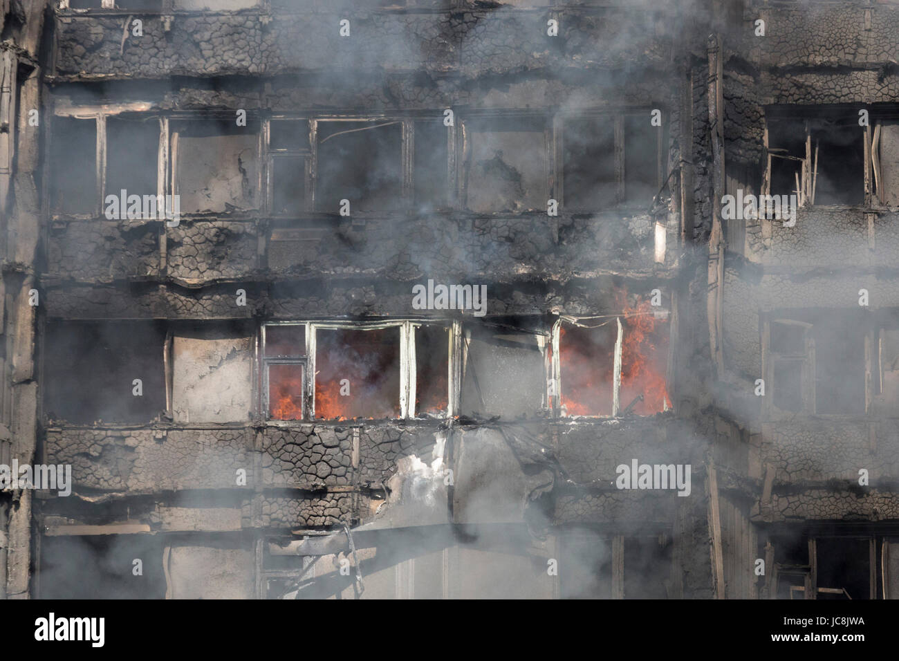 London, UK. 14th June, 2017. Fire is still burning inside the tower at 9am. At least 50 people have been taken to - Stock Image