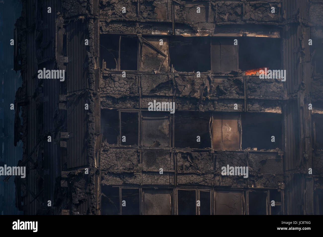 London, UK. 14th June, 2017. Grenfell Tower - The charred remains of the tower block that caught fire last night - Stock Image